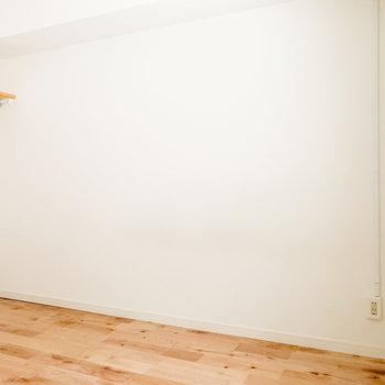 【洋室5.5帖】ベッドはこちらの壁側に