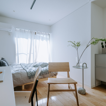 やわらかい日差しと、あたたかみのあるお部屋。お部屋が整うと心も整う。※写真はイメージです