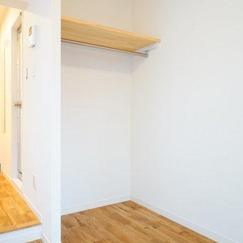 【完成イメージ】オープンタイプの収納。カーテンで仕切ることもできますよ。