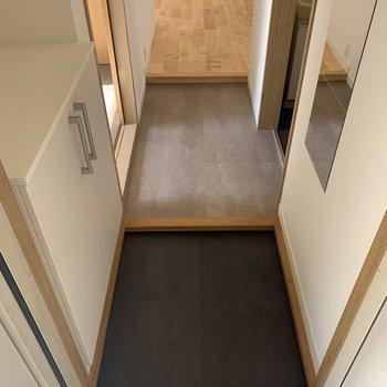 【完成イメージ】玄関は濃いグレー!汚れも目立たなそう。