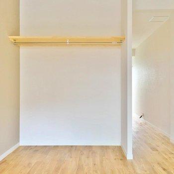 【完成イメージ】洋室2部屋それぞれに、オープンタイプの収納!好きな洋服を飾るようにしまおう。
