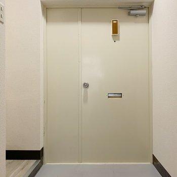 玄関も広々スペース◎シューズボックスを端の小上がりのところに置きましょう。