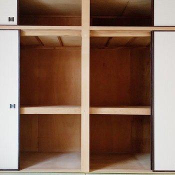 【和室6帖】押入れタイプの収納は奥行きもあって、たくさん入るんです◎