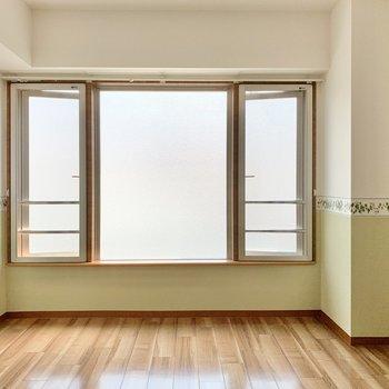 大きな窓がプリンセスっぽい!グリーンがまた合うなぁ。