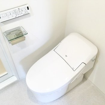 トイレはタンクレス。節水効果があるんですよ。