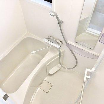 続いて、浴室へ。シンプルながら、使い勝手は良好。