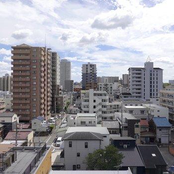8階からの眺めは爽快!街の雰囲気が伝わってくるのが逆に雰囲気があって素敵なんです。