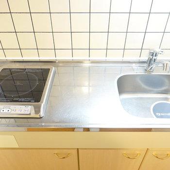 1口IHコンロのコンパクトなキッチンですが、調理はしっかりできる広さ。