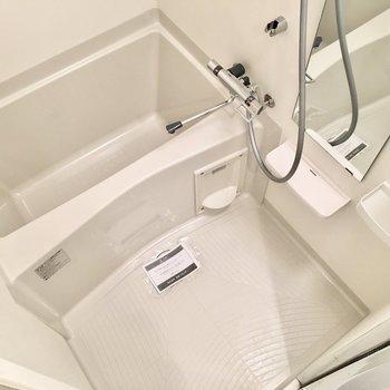 お風呂には浴室乾燥機つき◎(※写真は4階の反転間取り別部屋のものです)