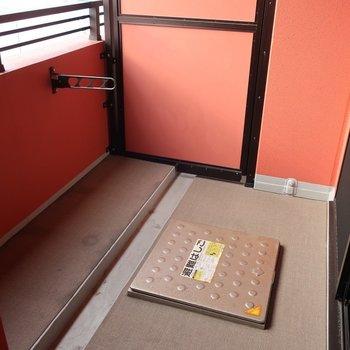 バルコニーはやや幅広なタイプです(※写真は12階の同間取り別部屋、モデルルームのものです)
