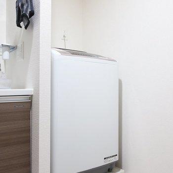 洗濯機は洗面横に置けます(※写真は12階の同間取り別部屋、モデルルームのものです)