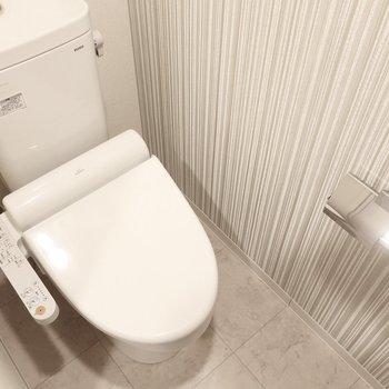 トイレの設備もしっかりです(※写真は12階の同間取り別部屋、モデルルームのものです)