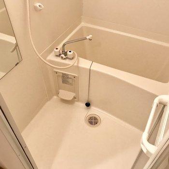 お風呂はシンプルに!お掃除は楽ちん。(※写真は1階の反転間取り別部屋のものです)