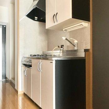 右隣に冷蔵庫スペース。(※写真は5階の同間取り別部屋のものです)