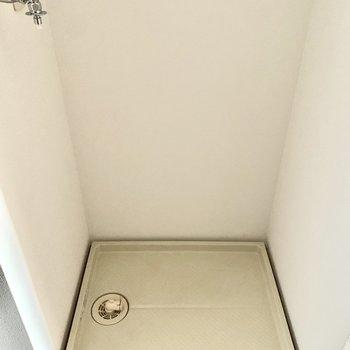 玄関入ってすぐに洗濯機置けます。(※写真は5階の同間取り別部屋のものです)