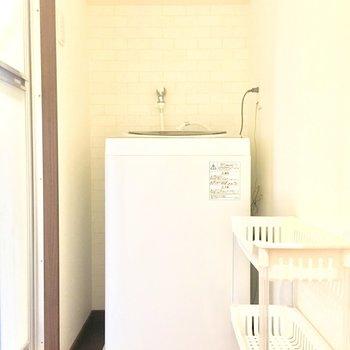 お風呂の横に洗濯機置き場