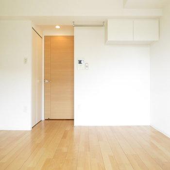クローゼットが扉の近くにあるので、家具の配置が簡単(※写真は10階の同間取り別部屋のものです)