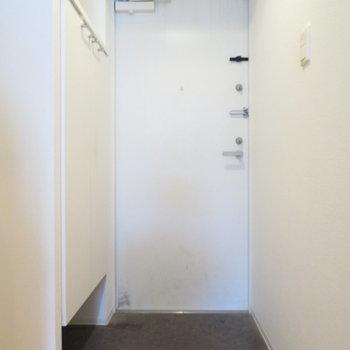 玄関はゆとりがあります(※写真は10階の同間取り別部屋のものです)