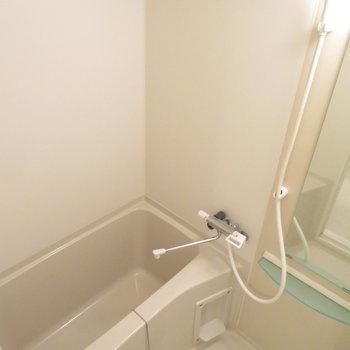 お風呂はサーモ水栓で温度調節簡単(※写真は10階の同間取り別部屋のものです)