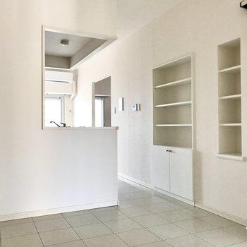真っ白なお部屋に、コの字の魔法がかかりました(※写真は12階の同間取り別部屋のものです)