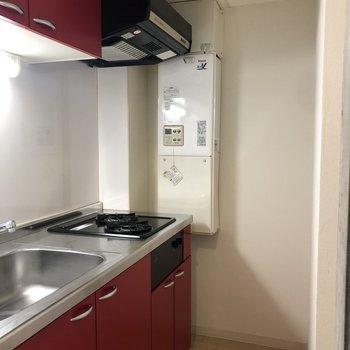 赤いキッチンがいいアクセント!※写真は前回募集時のものです