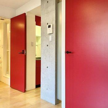 真っ赤なドアをくぐればね。