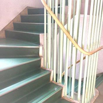レトロな階段も愛らしい