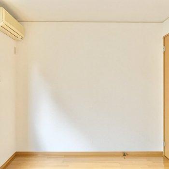 【西側洋室】子ども部屋や趣味部屋としてはいかがでしょう。