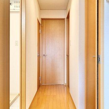 廊下へ出て次のお部屋へ。