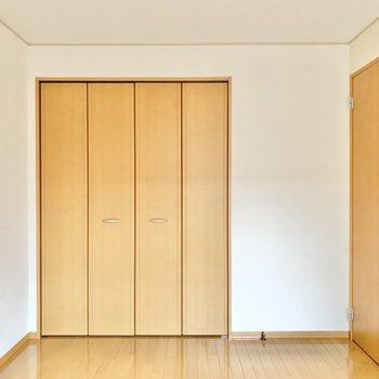 【東側洋室】収納を開けてみましょう。
