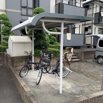 敷地内に自転車置き場がありました。