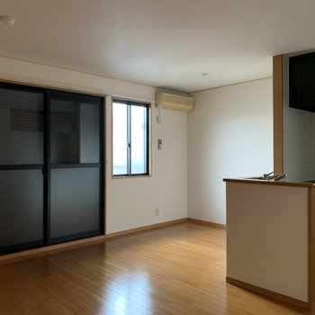 各部屋の窓にシャッターが付いています。