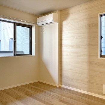 【洋室】2面採光の洋室です。