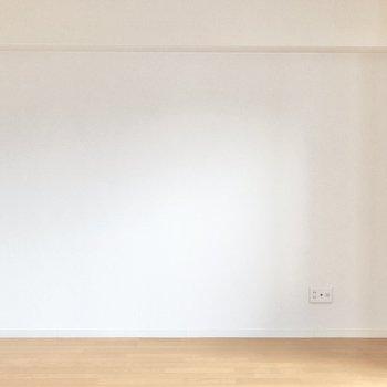 こちらの壁沿いにテレビを設置できます。