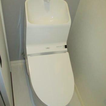 ピカピカなトイレはこちら。水回りもリノベ済みです!