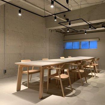 【B1F】会議室 (8脚)