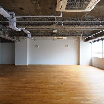 【7F】無垢床が広がる、靴を脱いで上がるオフィス