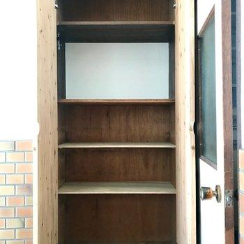 シューズボックスは棚板やラックを増やせば大丈夫そう!
