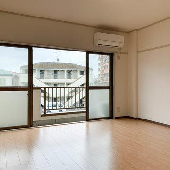 【洋室8J】リビング的スペース