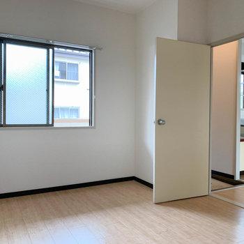 【洋室6J】キッチン左にももう一部屋