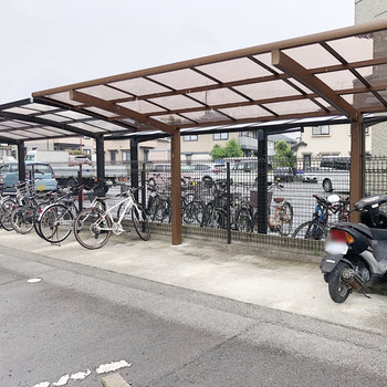 屋根付きの駐輪場なので、雨の日も安心!