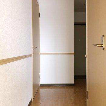 廊下に出て、左手にもう1つの洋室があります。