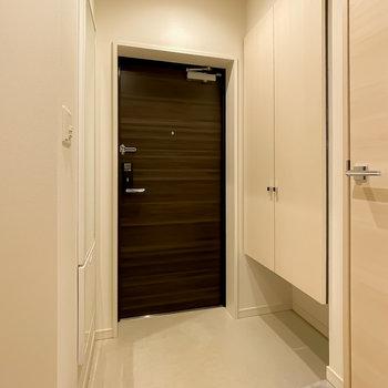 玄関スペースも広めに。靴箱の下を有効活用できます。