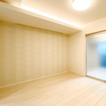LDは7.7帖。こちらも間接照明があり、真っ白な空間に温かみを与えてくれています。