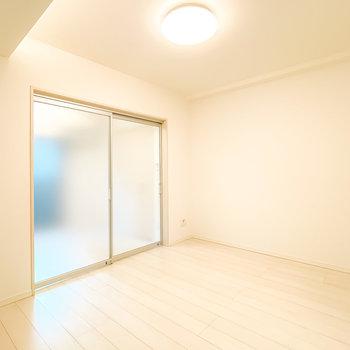 洋室とLDは半透明の引き戸で仕切ることも。閉めても開放感があります。