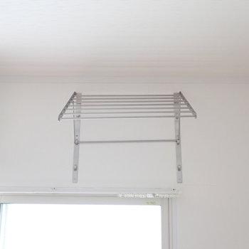洋室②】ベランダがないので、洗濯物をかけられるところが。