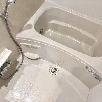 追焚きと浴室乾燥機付き。雨の日の洗濯物はここで乾かしましょう。