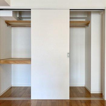 収納スペースは左右に分かれています。