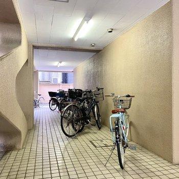 こちらに自転車が置けますね。