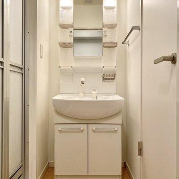 洗面台はこちら。
